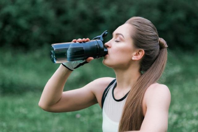 Nước lọc mát cấp nước nhanh cho người tập thể thao