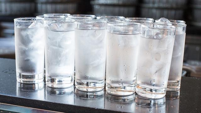 Uống nước đá quá lạnh sẽ ảnh hưởng không tốt đến cơ thể